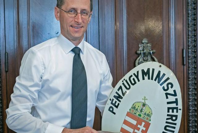 Egyszerűsítés az adózásban, biztonság a költségvetésben - INTERJÚ VARGA MIHÁLLYAL